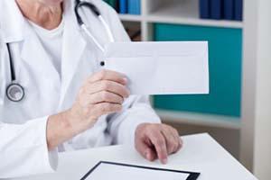 男性胸部白癜风如何诊断和治疗